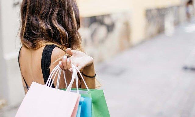 Loca por las compras – seis lecciones financieras de la película